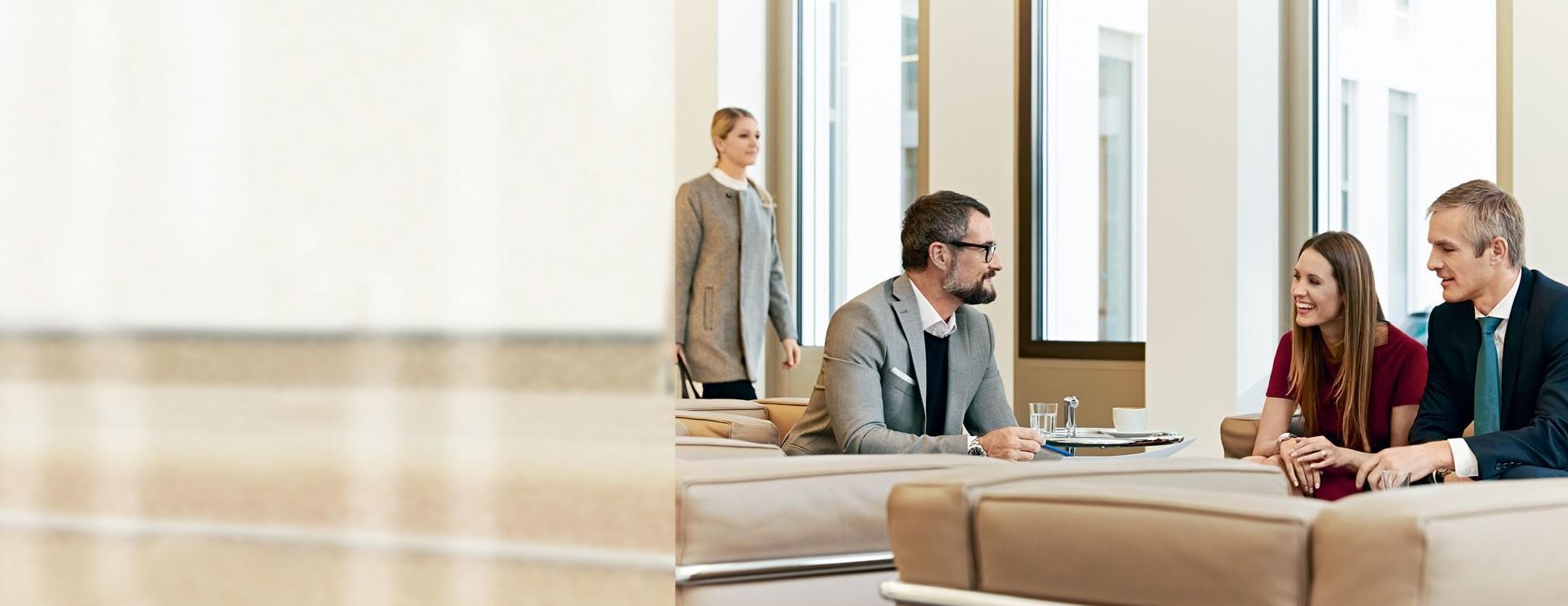 Geschäftsleute bei einer Besprechung
