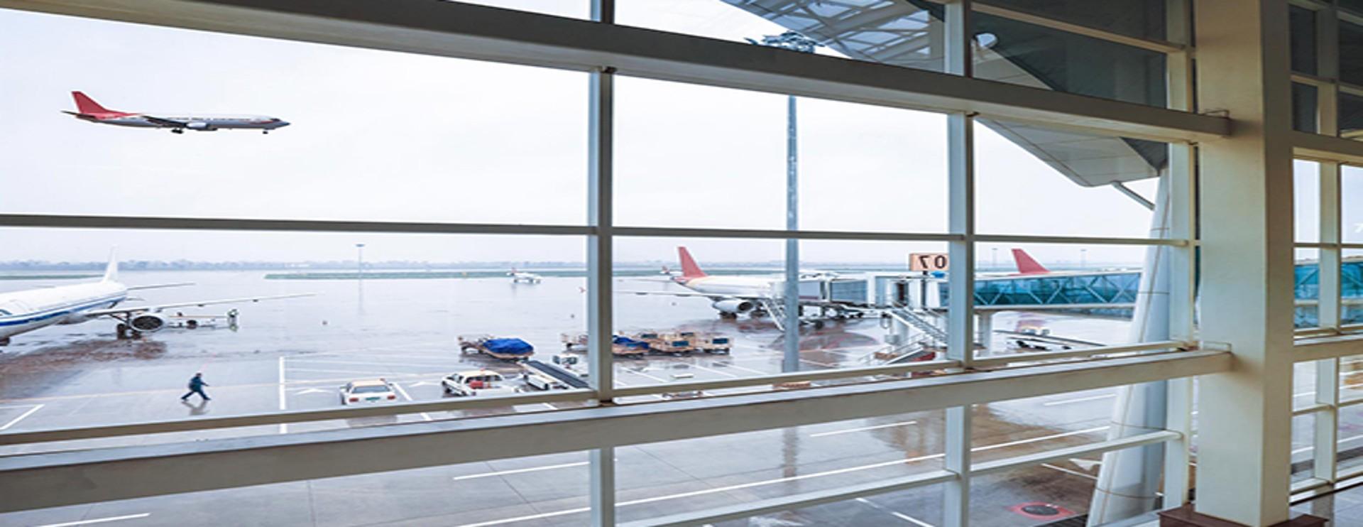 Vliegtuig op vliegveld